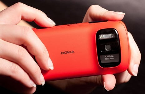 Nokia 808 PureView Red in all its glory